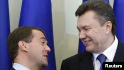 Дмитрий Медведев и Виктор Янукович в Харькове, апрель 2010 г