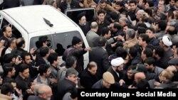 مراسم تشییع خواهر محمد خاتمی در اردکان یزد با حضور جمع کثیری از مردم