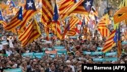 კატალონიის დამოუკიდებლობის მომხრეთა საპროტესტო დემონსტრაცია ბარსელონაში