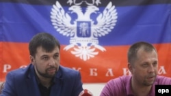 Pro-Russian separatist leaders Denis Pushilin (left) and Aleksandr Borodai attend a press conference at the regional administration building in Donetsk on May 29.