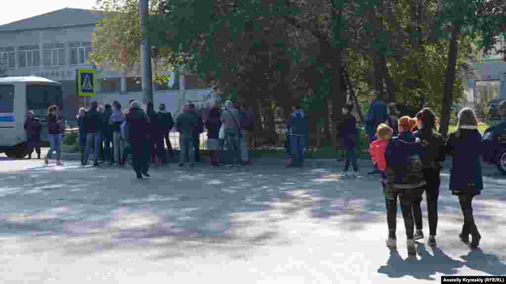 Территорию колледжа оцепили бойцы Росгвардии