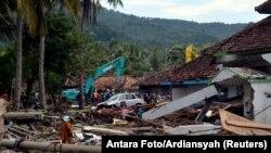 Индонезиядағы цунамиден қираған елді жағалаудағы нысандар. 24 желтоқсан 2018 жыл.