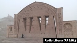 Qala-e Bost's prized 11th-century arch appears on the 100 afghani bank note.