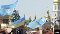 Черновецкий ломает многолетний союз бюрократии, олигархов и центральной власти, считают эксперты
