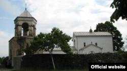 Иконы когда-то принадлежали Илырскому храму, который издревле почитался в округе и который и ныне посещает много паломников из России, а потом, в атеистические времена, находился в фондах Абхазского музея, из которых во время грузино-абхазской войны пропало немало реликвий