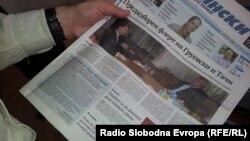 Уредничката на Утрински весник Соња Крамарска ми се извинува на претседателот на Собранието Трајко Вељаноски на насловната страна на нејзиниот весник.