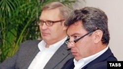Россиялык элдик-демократиялык союздун лидери Михаил Касьянов менен Сочи шаарынын мэрине талапкер болуп жаткан Борис Немцов