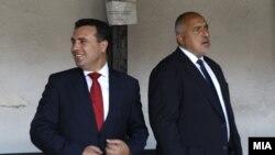 Архива - Македонскиот премиер Зоран Заев и премиерот на Бугарија Бојко Борисов. Македонија и Бугарија во 2017 година потпишаа Договор за добрососедство, но Софија го блокираше Скопје да започне преговори со ЕУ.