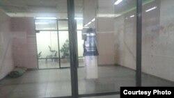Пустующее помещение, в котором раньше располагалась торговая точка Саната Жаксылыкова.