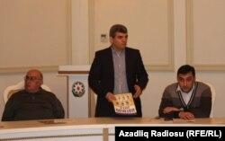 Fazil Mustafa (ortada), filosof Niyazi Mehdi (solda)