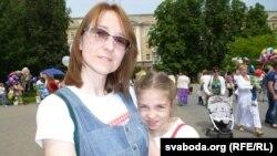 Ялінка Салаўёва з мамай Надзеяй