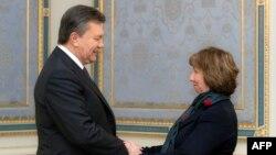 Катрін Аштон під час візиту до України, 10 грудня 2013 року
