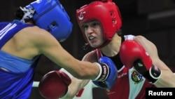 Ирландиялық боксшы Кэти Тейлор (оң жақта) және қазақстандық спортшы Саида Хасенова. Қытай, 15 мамыр 2012 жыл.