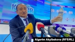 Kyrgyz Health Minister Alymkadyr Beishenaliev told reporters last week that an infusion of aconite had been given to hundreds of coronavirus patients.