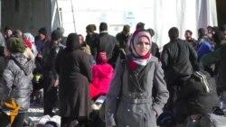Таксистите ги блокираат бегалците кај Гевгелија