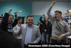 Сторонники коалиции празднуют победу Сергея Бойко
