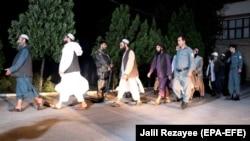 Осужденные талибы во время их освобождения в июне 2020 года. Архивное фото