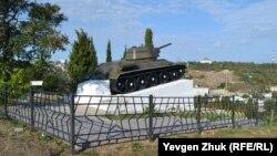Памятник в память погибших танкистов