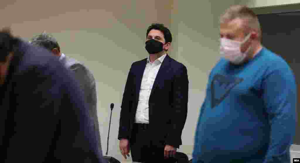 СЕВЕРНА МАКЕДОНИЈА - Утрешното рочиште за предметот ТНТ, во кој обвинет е поранешниот министер за транспорт и врски, Миле Јанакиески, е одложено, бидејќи тој се наоѓа во самоизолација откако бил во контакт со заразено лице со Ковид-19, соопшти попладнево Кривичниот суд.