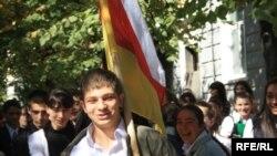 По словам руководителя спортивного ведомства Южной Осетии, есть масса людей, которые поверили в него, в основном, молодежь