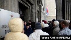 Red za prijavu boravka pred konzulatom Hrvatske u Beogradu, prosinac 2014, ilustrativna fotografija