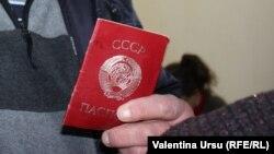 Keçmiş SSRİ pasportunu daşıyan Moldova vətəndaşı.