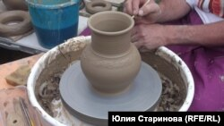 Украсить глиняную посуду проще, чем кажется