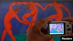 نقاشی «رقص» از هنری ماتیس، عکس تزئینی است