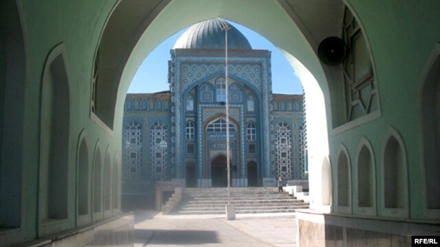 Each mosque in Tajikistan has its own board of 20 people who has to discuss the situation and, if necessary, choose a new imam.