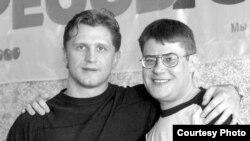 Руслан Салей і журналіст Сяргей Аляхновіч, Менск 2004 год