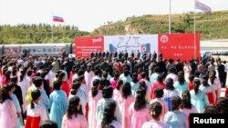 Ілюстраційне фото. Урочистості з нагоди відкриття ділянки залізниці між північнокорейським портом Раджин та російською залізничною станцією Хасан. Порт Раджин, вересень 2013 року