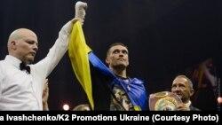 Український боксер Олександр Усик після перемоги над росіянином Муратом Гассієвим, Москва, 22 липня 2018 року