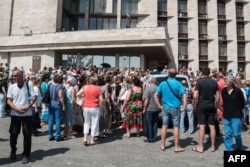 The protesters, including many elderly women, were mainly from neighborhoods close to the ruined Donetsk airport.