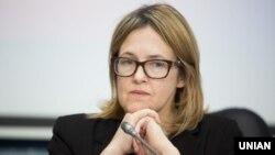 Дейзі Сінделар закликала українську владу створити умови, щоб журналісти могли працювати безпечно та без страху
