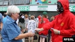 Акцыя БРСМ 6 ліпеня ля Камароўскага рынку.