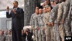 باراك اوباما در جريان سفر خود به عراق در جمع نظاميان آمريكايى حاضر شد و در سخنانى كه مورد تشويق آنها قرار گرفت، فرصت ۱۸ ماهه آينده را براى عراق «حساس» دانست.