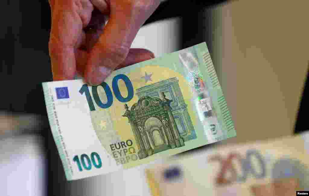 МАКЕДОНИЈА - Во првото полугодие од 2020 година извршен е поврат на ДДВ кон фирмите од 12,7 милијарди денари или 206,5 милиони евра, што е за 6% повеќе во однос на лани или за 660 милиони денари повеќе, соопшти денеска Министерството за финансии. Оттаму додаваат дека ова е највисок поврат на ДДВ за овој период, споредено со изминатите години, што е значајно особено ако се земе предвид корона-кризата.