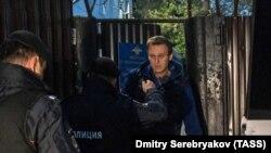 Задержание российского оппозиционного политика Алексея Навального при выходе из спецприемника, 24 сентября 2018 года.