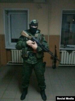 Максим Коваленко у балаклаві
