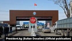 КПП «Чалдыбар автодорожный» на границе КР с Казахстаном, иллюстративное фото.