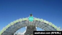 Национальные символы сменили пятиконечную звезду на новогодних елках
