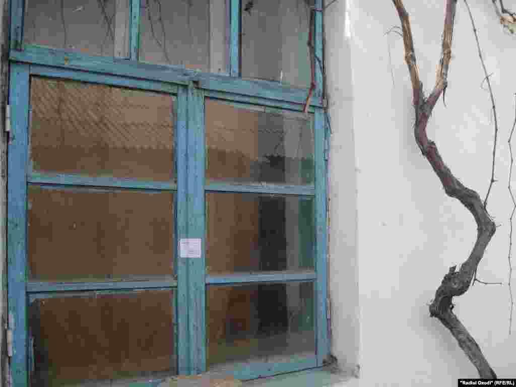 Окна опечатанной комнаты в доме М.Гиёева