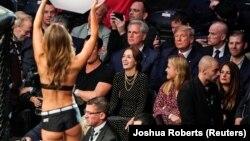 Дональд Трамп на трибуне MMA-боя
