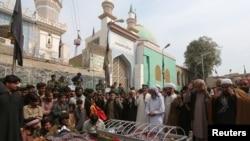 Ceremonie funerară, după un atac recent într-un templu sufit în Pakistan