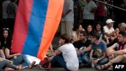 Երևան - Նստացույցը Բաղրամյան պողոտայում, 26-ը հունիսի, 2015թ․