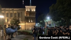 U Beogradu sveće za srebreničke žrtve i kontraskup ekstremnih desničara