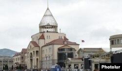 Здание парламента республики в Степанакерте