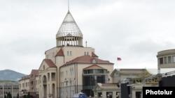 Здание парламента Карабаха в Степанакерте (архив)
