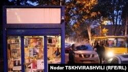 Инициатива мэрии продать путем электронного аукциона право на размещение торговых киосков в столице некоторые малые компании, уже работающие в этом бизнесе, поставила в заведомо проигрышную ситуацию