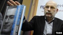 Писателот Борис Акуњин